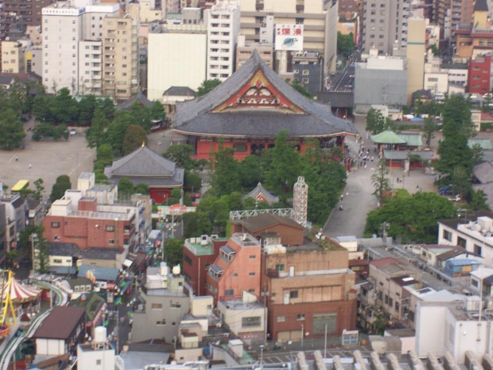 Blick vom Hotelfenster auf den Sensoj-Tempel © Wolfgang Stoephasius