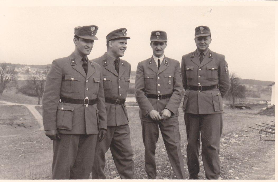 Ich als Unterführer (2. von links) © Wolfgang Stoephasius