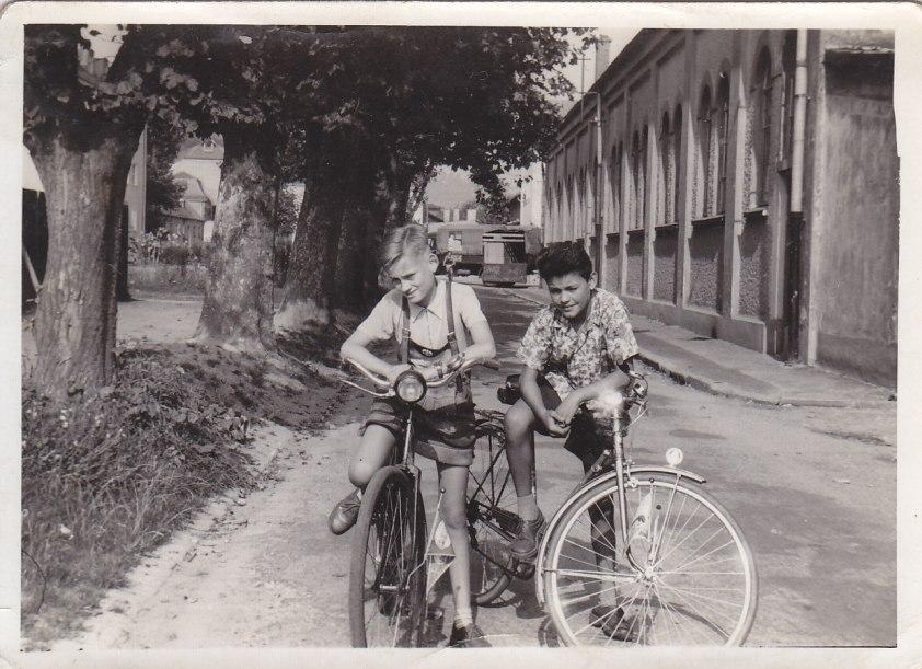 """Mein Freund Toni (rechts) neben """"Bienchen"""" – beide leben schon lange nicht mehr © Wolfgang Stoephasius"""