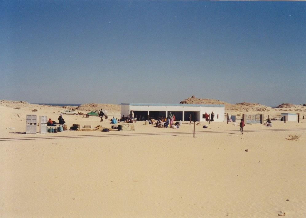 """Der """"Bahnhof"""" in Nouadhibou © Wolfgang Stoephasius"""